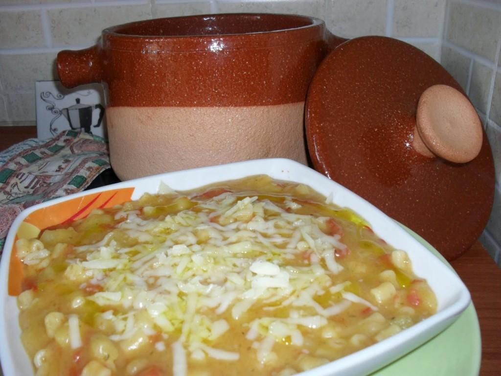 Pasta con patate e provolone filante